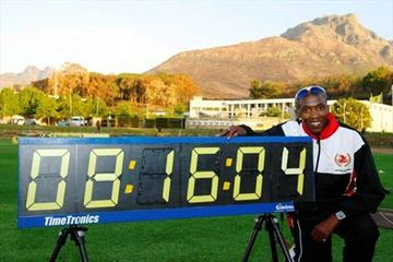 Ruben Ramolefi with his national record clock at the 2009 South African champs (Mark Ouma)