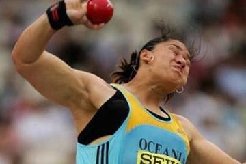 Valerie Vili of NZ competing for Oceania at the 2006 IAAF World Cup in Athletics in Athens (Getty Images)