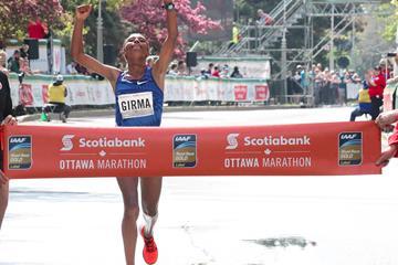 Tigist Girma winning the Ottawa Marathon (Victah Sailer/organisers)