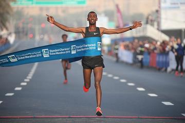 Getaneh Molla wins the Dubai Marathon (Giancarlo Colombo / organisers)