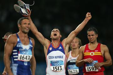 Roman Sebrle celebrates winning the Decathlon (Getty Images)
