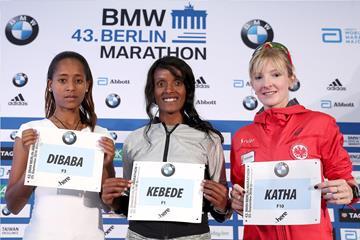 Birhane Dibaba, Aberu Kebede and Katharina Heinig ahead of the 2016 Berlin Marathon (Victah Sailer/organisers)
