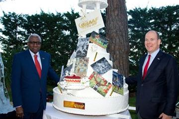 IAAF President Lamine Diack and HSH Prince Albert II of Monaco with the IAAF Centenary Birthday cake (Gaëtan Luci / Palais princier)