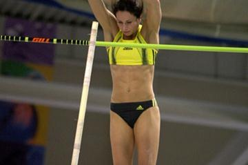 Jenn Stuczynski clears a U.S. record 4.82m in Boston (Victah Sailer)