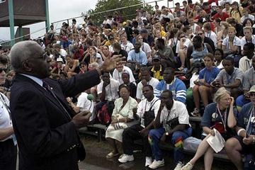 Lamine Diack speaks to athletes in Sherbrooke (IAAF)