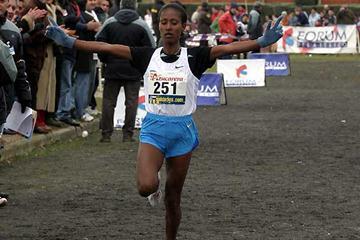 Gelete Burika takes the win at the Cross de Venta de Baños (c)