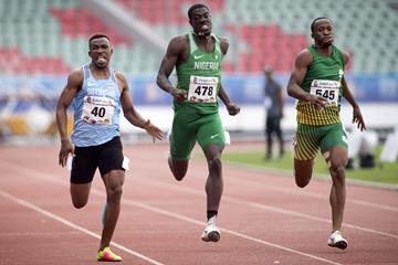 Leungo Scotch (l) en route to the African Games 400m title in Rabat (AFP/Getty Images)