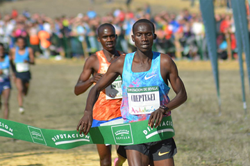 Joshua Cheptegei wins at the Cross Internacional de Itálica in Seville (Fundación ANOC)