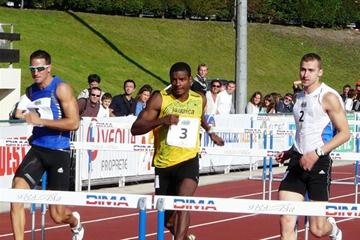 Romain Barras (l), Maurice Smith and Andrei Kravchenko in the hurdles in Talence (Hans van Kuijen)
