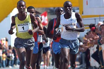 Giro Media Blenio International - Micah Kogo (bib 1; yellow vest) and Edwin Soi (in white). (Lorenzo Sampaolo)