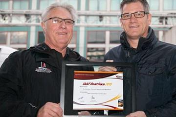 Scotiabank Toronto Waterfront Marathon Race Director Alan Brookes (left) receiving IAAF Gold Label Road Race certificate from Paul Hardy, IAAF Competitions Director (Inge Johnson, Canada Running Series)