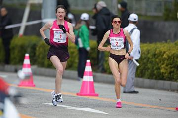 Mariya Konovalova and Jelena Prokopcuka in the 2014 Nagoya Women's Marathon (Kazuo Tanaka / Agence SHOT)