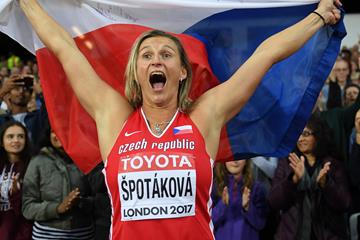 Barbora Spotakova celebrating her world title in London (Getty Images)