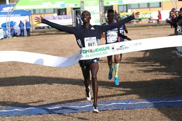 Leonard Kipkemoi Bett wins the Cinque Mulini (Giancarlo Colombo)
