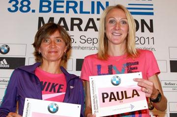 Irina Mikitenko and Paula Radcliffe in Berlin (Victah  Sailer)