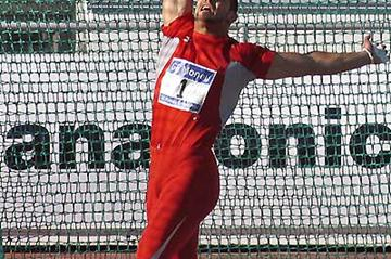 Koji Murofushi throwing in Helsinki (Paula Noronen)