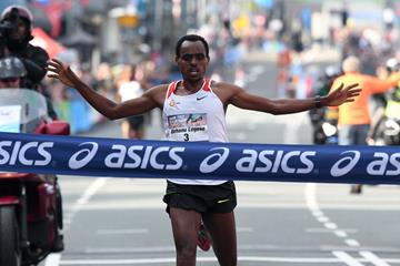 Birhanu Legese winning the Dam tot Damloop (Organisers)
