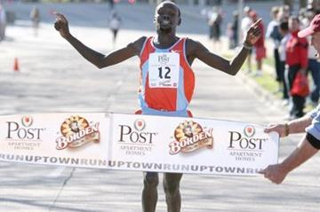 Wilson Kiprotich wins 8km in Dallas (Victah Sailer)