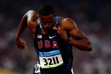 David Oliver wins the second 110m hurdles semi final (Getty Images)