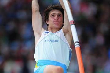 Robert Renner of Slovenia takes the World Youth Pole Vault title in Lille (Getty Images)