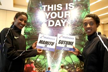 Mamitu Daska and Sutume Asefa ahead of the 2016 Frankfurt Marathon (Victah Sailer/organisers)