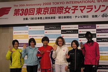 Salina Kosgey, Mara Yamauchi and Svetlana Zakharova with the Japanese Marathon contenders at the Tokyo Marathon Press conference (Freelance)