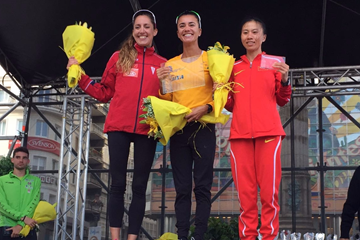Women's podium at La Coruna, from left: runner-up Ainhoa Pinedo, winner Erica Rocha de Sena and third place finisher Wang Yingliu (Luis Gómez)