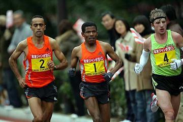 Jaouad Gharib, Haile Gebrselassie, and Dmytro Baranovsky running in Fukuoka (Takefumi Tsutsui - SHOT)