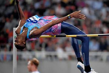 Mutaz Barshim leaping to victory in Shanghai (Errol Anderson/Jiro Mochizuki)