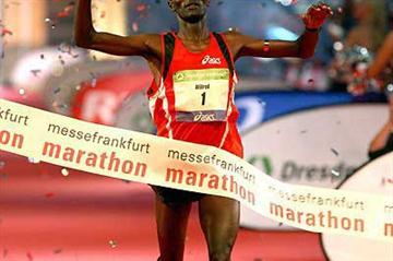 Wilfred Kigen defends his Messe Frankfurt Marathon title (Victah Sailer)