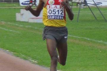 Roba Gari takes his fourth Ethiopian title in the Steeplechase (Bizuayehu Wagaw)