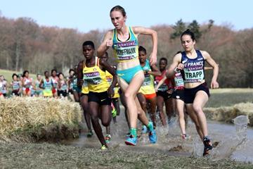 Australia's Sarah Schiffman leads the U20 women's race at the IAAF/Mikkeller World Cross Country Championships Aarhus 2019 (Getty Images)
