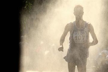 Yohan Diniz cooling off during the 50Km Race Walk (Getty Images)
