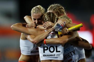 Poland celebrates their runner-up finish in the 4x400m in Nassau (Getty Images)