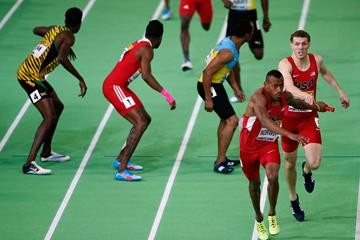 Vernon Norwood receives the baton in the 4x400m at the IAAF World Indoor Championships Portland 2016 (Getty Images)