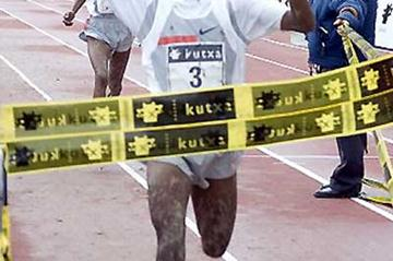 Tariku Bekele wins the 2005 Elgoibar cross country (Julián Azkue)