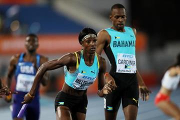 Steven Gardiner hands off to Shaunae Miller-Uibo in the mixed 4x400m in Nassau (Getty Images)