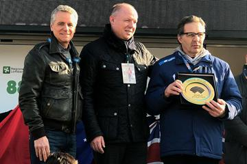 Olympic and World 10,000m champion Alberto Cova, WA Heritage Director Chris Turner, and Unione Sportiva San Vittore Olan club president Guiseppe Gallo Stampino at the WA Heritage plaque ceremony at the Cinque Mulini (Franco Fava)