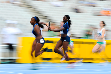 USA leads the women's 4x100m at the IAAF World Junior Championships (Getty Images)