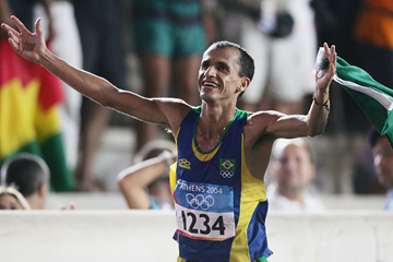 Vanderlei de Lima runs home for bronze in Athens (Getty Images)