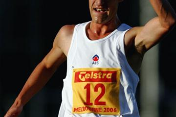 Nathan Deakes en route to his 5000m Race Walk national record in Melbourne (Getty Images)
