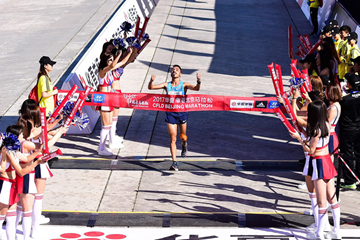 Salah-Eddine Bounasr wins the Beijing Marathon (Organisers)