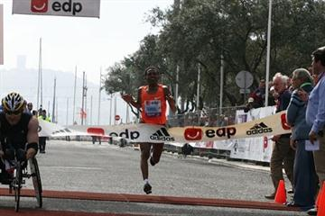 All smiles - Zersenay Tadese smashing the World Record in the Half Marathon in Lisbon (Marcelino Almeida)