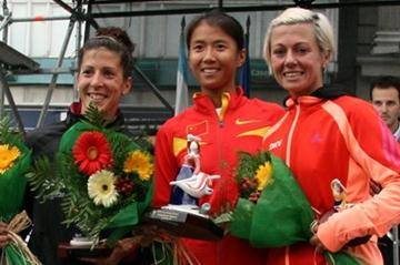La Coruna women's podium: runner-up Beatriz Pascual (ESP), winner Liu Hong (CHN) and Maria Vasco (ESP) who was third (La Coruna organisers)