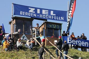 The finish line of the Hochfellnberglauf mountain race in 2015 (organisers)
