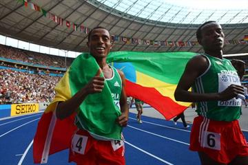 (L-R) Ethiopia's Kenenisa Bekele does his lap of honour after winning the gold medal in the men's 5000m at the 12th IAAF World Championships in Athletics (Getty Images)