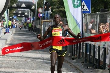 Silas Sang defends his half marathon title in Lisbon (Marcelino Almeida)