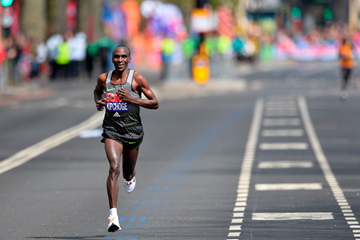Kenyan distance runner Eliud Kipchoge (AFP / Getty Images)