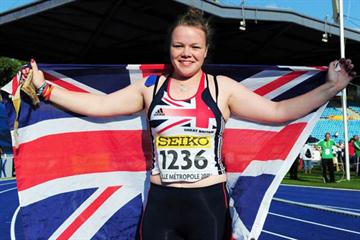 Louisa James of Great Britain celebrates winning the Girls' Hammer in Lille (Getty Images)