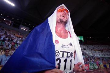 Thomas Dvorak celebrates winning decathlon gold (© Allsport)